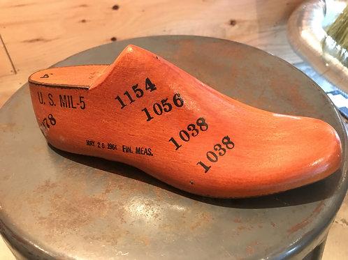 アメリカから ~古い木の靴型 デットストック