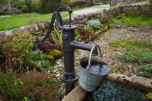 Wasser- Entnahme- Brunnen