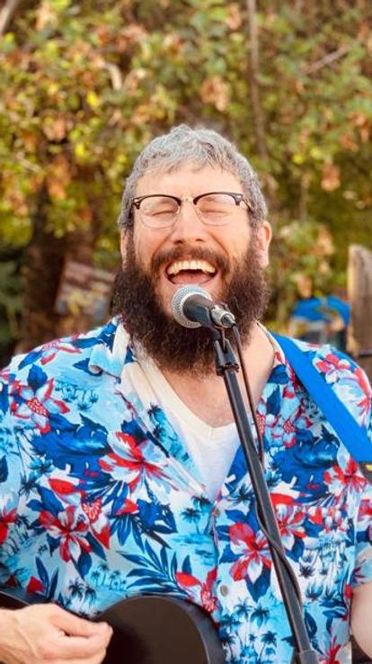 Rabbi Yonah playing during HSMF 2019.jpeg