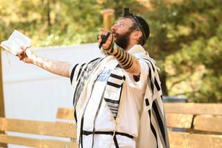 Ourdoor-prayers-rabbi-yonah-at-Camp-Neshama-2017-1024x683.jpg