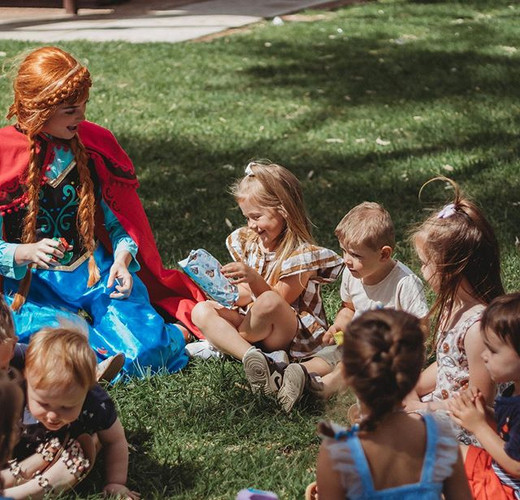 Pass the parcel with Princess Anna ❄️ Th