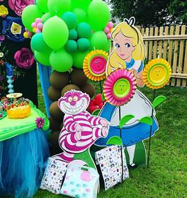 Alice in Wonderland 🌳🍄🌺🎈 #balloontre