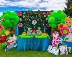Alice in wonderland 3rd birthday party ?