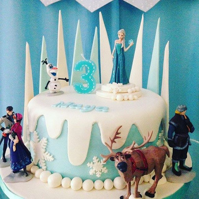 Beautiful Frozen❄️ birthday party cake!