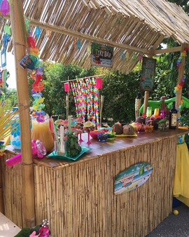 DIY Tiki Bar🍹 for the Luau🏝🌺 party -