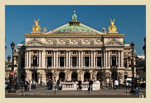 рис 9 Национальный оперный театр в Париж