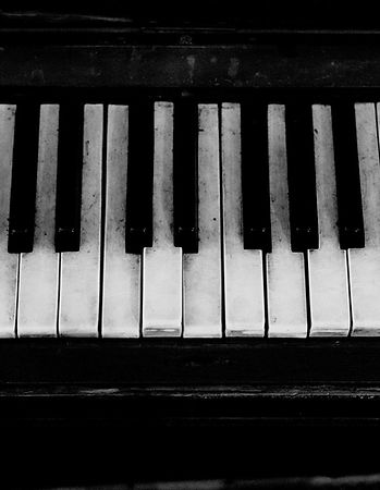 piano-2897109_1920_edited.jpg