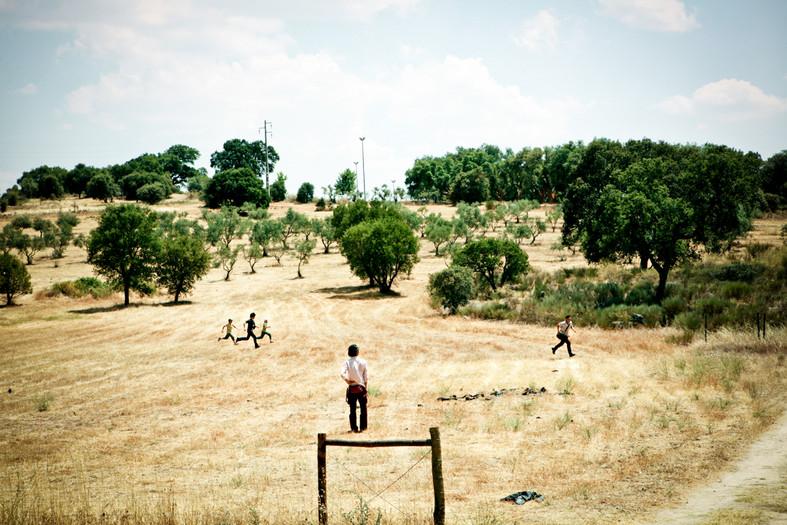 Il primo giorno del viaggio in Portogallo. I ragazzi di Fukushima cominciano a correre nel territorio della Escola Agraria di Castelo Branco. A Fukushima normalmente possono stare all'aperto poche ore al giorno per non rischiare di prendere troppa radioattività.