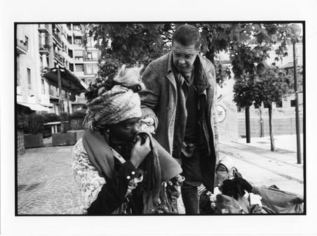 """Le piace stare con i suoi amici, compagni di sventura. Aveva un compagno preferito, si chiamava Serghei. Per un lungo periodo sono stati una coppia. Lei lo chiamava """"mio marito"""". È morto di cirrosi epatica il 3 aprile 2008 mentre le dormiva a fianco. Aveva 47anni. Lei non crede ancora alla sua morte, pensa che sia ancora in giro da qualche parte."""