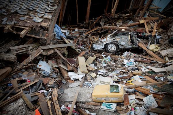 Una casa distrutta. Sotto le macerie potrebbero ancora esserci dei dispersi. Ishinomaki, prefettura di Miyagi