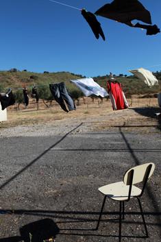 Il bucato si asciuga al sole. Per gli abitanti di Fukushima, appendere il bucato all'esterno ad asciugare è un sogno.