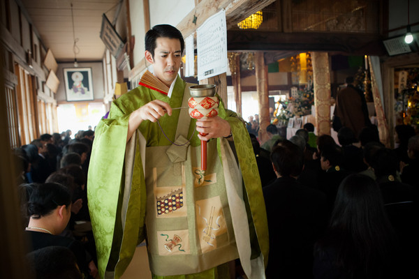 Ritardo funerale di superiore del tempio buddista Sougonji e la sua figlia sono le vittime dello Tsunami, dopo 47simo giorno dal disastro. Rikuzentakada