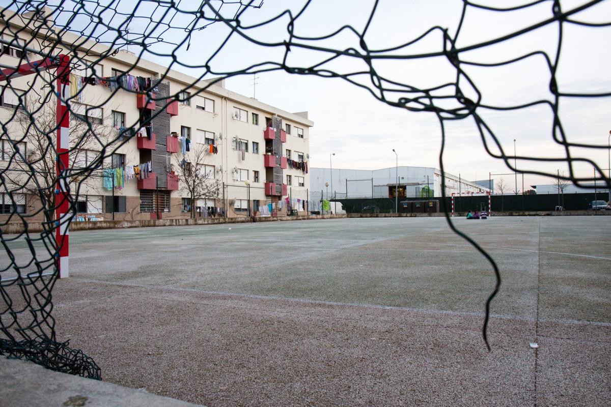 """La zona Santa Marta da Cucena, in quartiere Cruz de Pau è un ghetto di """"Ciganos"""" vengono costruiti 8anni fa come un progetto """"abitazione sociale"""" dal governo Portoghese. E' diventato uno del più pericoloso della zona."""