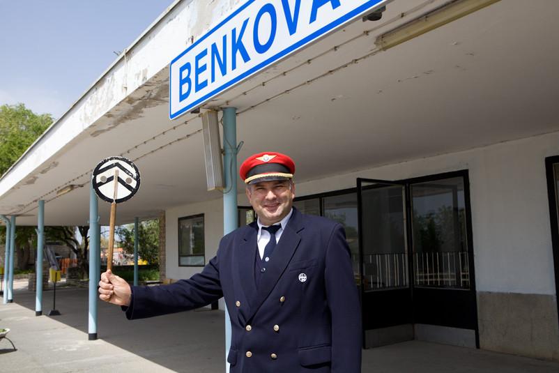 Capostazione sorridente di Benkovac.