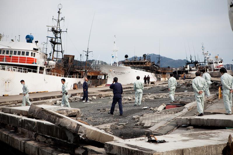 La ispezione dei dirigentti delle nave che hanno preso il fuoco - Kesennuma
