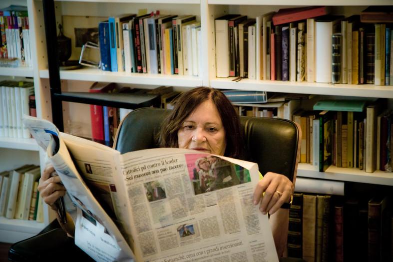 Grazia Neri oggi è in pensione, ma è sempre molto attiva. Ogni mattina sfoglia le pagine di decine di giornali importanti e viaggia moltissimo per prendere parte alle conferenze e agli eventi dove viene continuamente invitata in tutto il mondo.