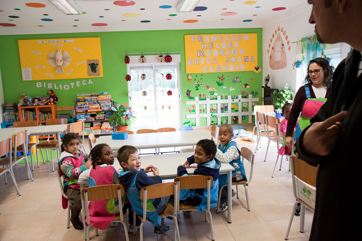 L'asilo infantile (scuola materna) nel ghetto, è l'opera di Santa Casa Misericordia Seixal (SCMS) affidato dal governo portoghese.
