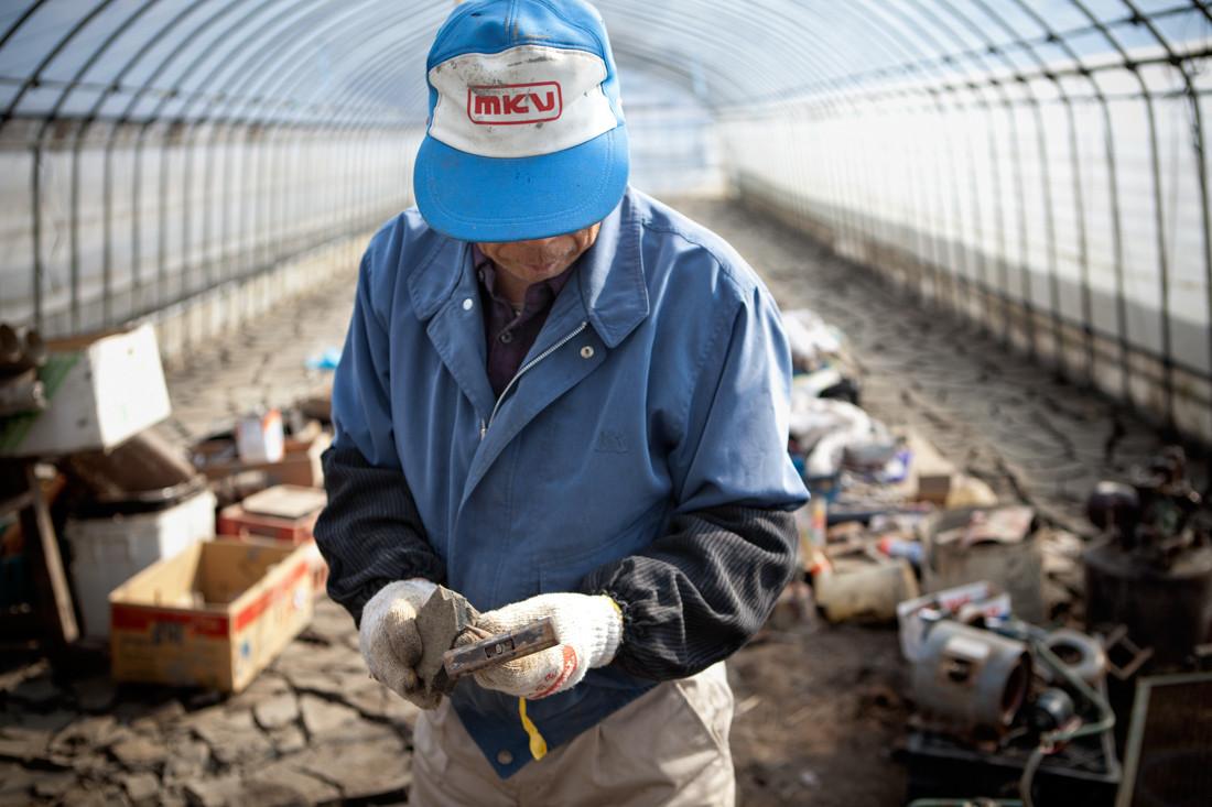 """"""" Quest'anno non sarà facile per noi tutta la mia famiglia """" Masaru Atsumi 73 anni è il contadino di riso genere """"Hitomebore"""""""
