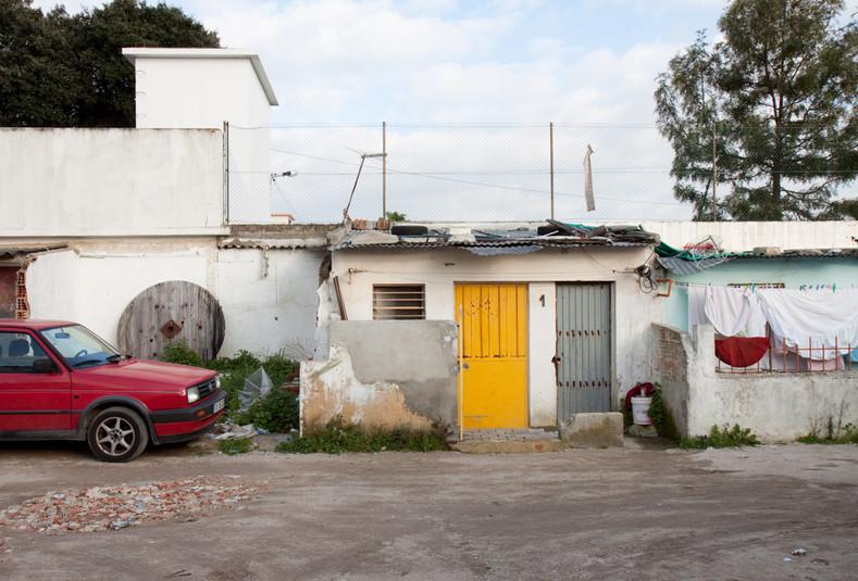 Ingresso della zona Santa Marta de Corroios, uno dei ghetti della periferia Lisbona