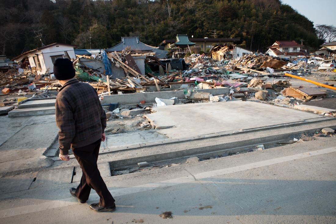 La casa è stata spazzata via dall'acqua, per ora è stato trovato solo il tetto a 200 metri dalle fondamenta