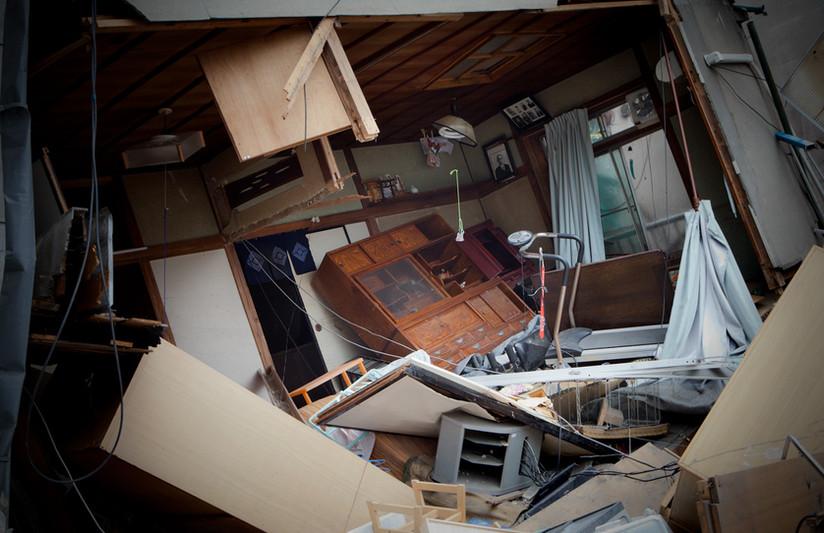 Una casa distrutta nel centro di Kamaishi, prefettura di Iwate