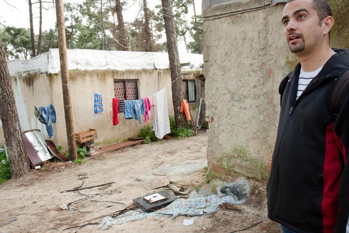 Carlos Filipe Codinha è l'allenatore di calcio; National Team of Street Football per la parte del'istituzione SCMS, si occupa anche della zona miseria della periferia di Lisbona.