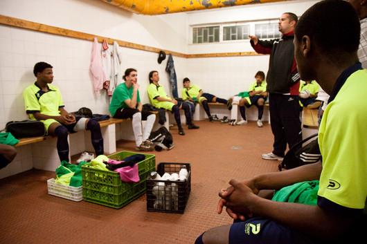 Una squadra di calcio della Quinta da Princesa che ha partecipato la partita officiale della qualificazione del Tournament Nazionale con il sostegno della SCMS.