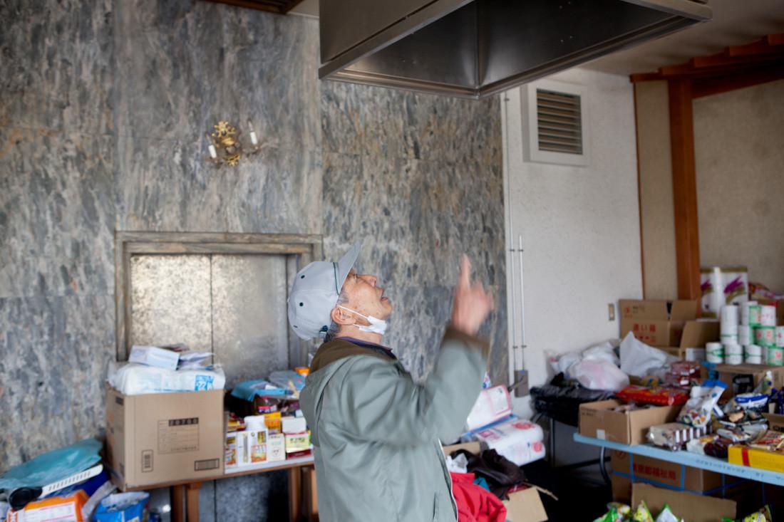 Oshika Saijyou, uno dei crematori rotti di Ishinomaki, è diventato un rifugio per gli sfollati. Uno sfollato spiega come funzionava il forno di Oshika Saijyou.