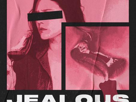 Pink Roof lança olhar feminino sobre relacionamentos abusivos em single de estreia.