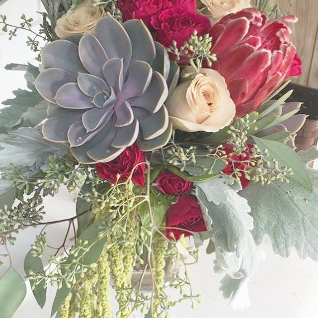 Sneak peek of a beautiful bouquet fit for a September bride