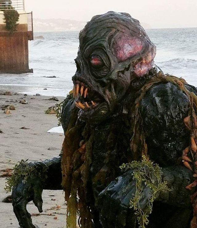 Horror at party beach! _Xtrosubhumanoid