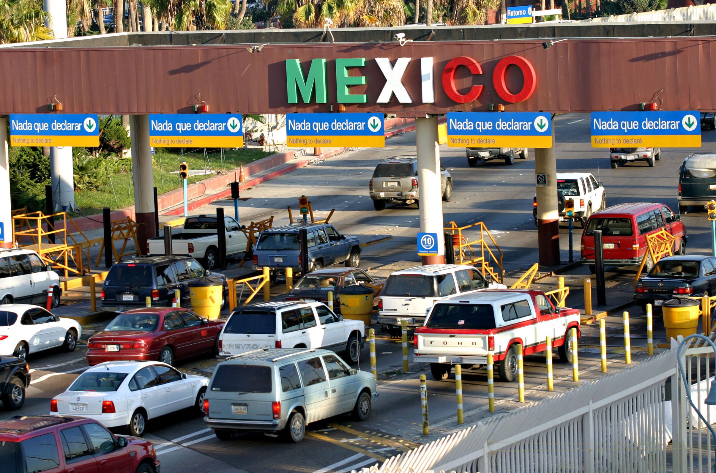 Mexico-USA, Tribune News Service