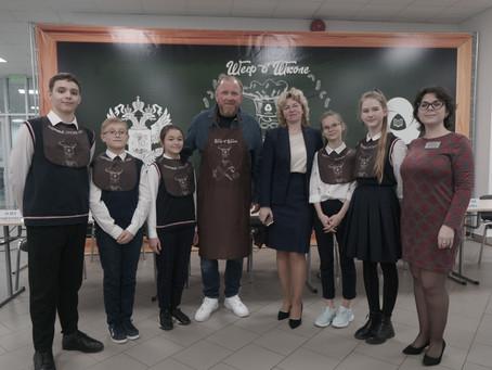 Шеф уже в школе! Константин Ивлев и РДШ провели пресс-дегустацию нового меню школьного питания