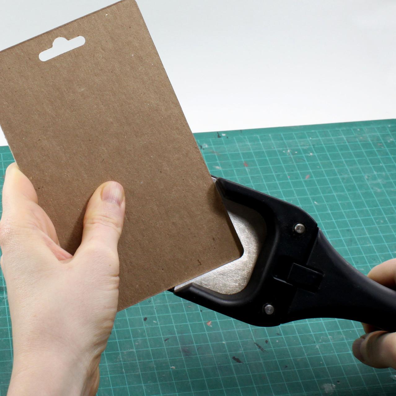 Corner cutting for chipboard