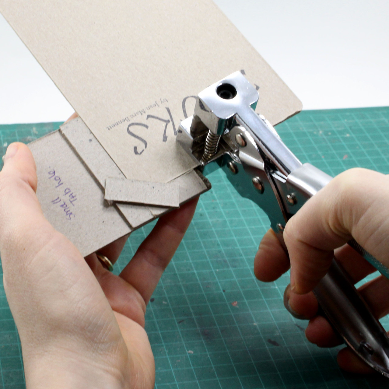 Hanging tab cutting for chipboard