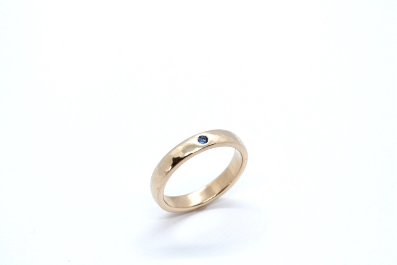 9ct Gold & Sapphire Hammered Band