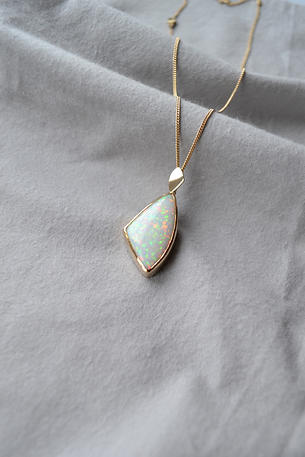 9ct Gold 18.58ct Opal Necklace