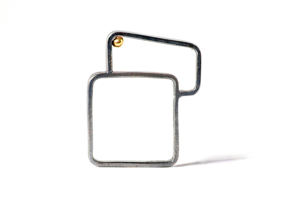 OFF-SET SQUARE RING