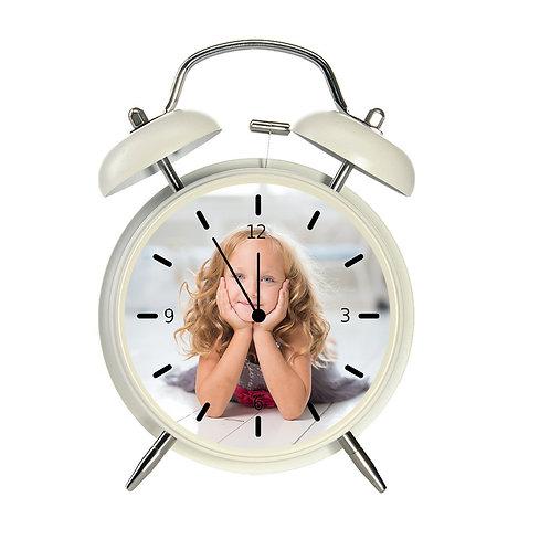 שעון מעורר בעיצוב אישי בצבע קרם