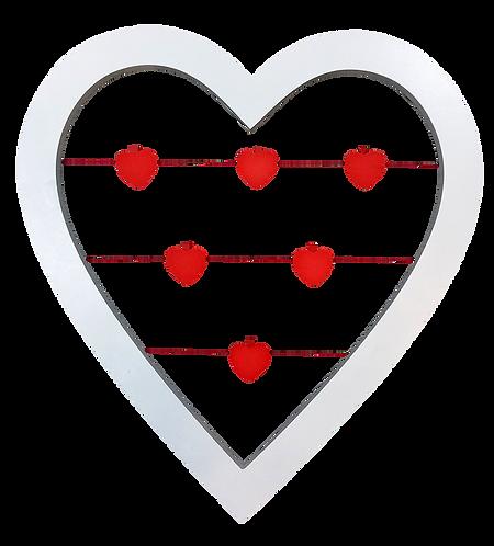 מסגרת עץ לתלייה בצורת לב עם אטבים