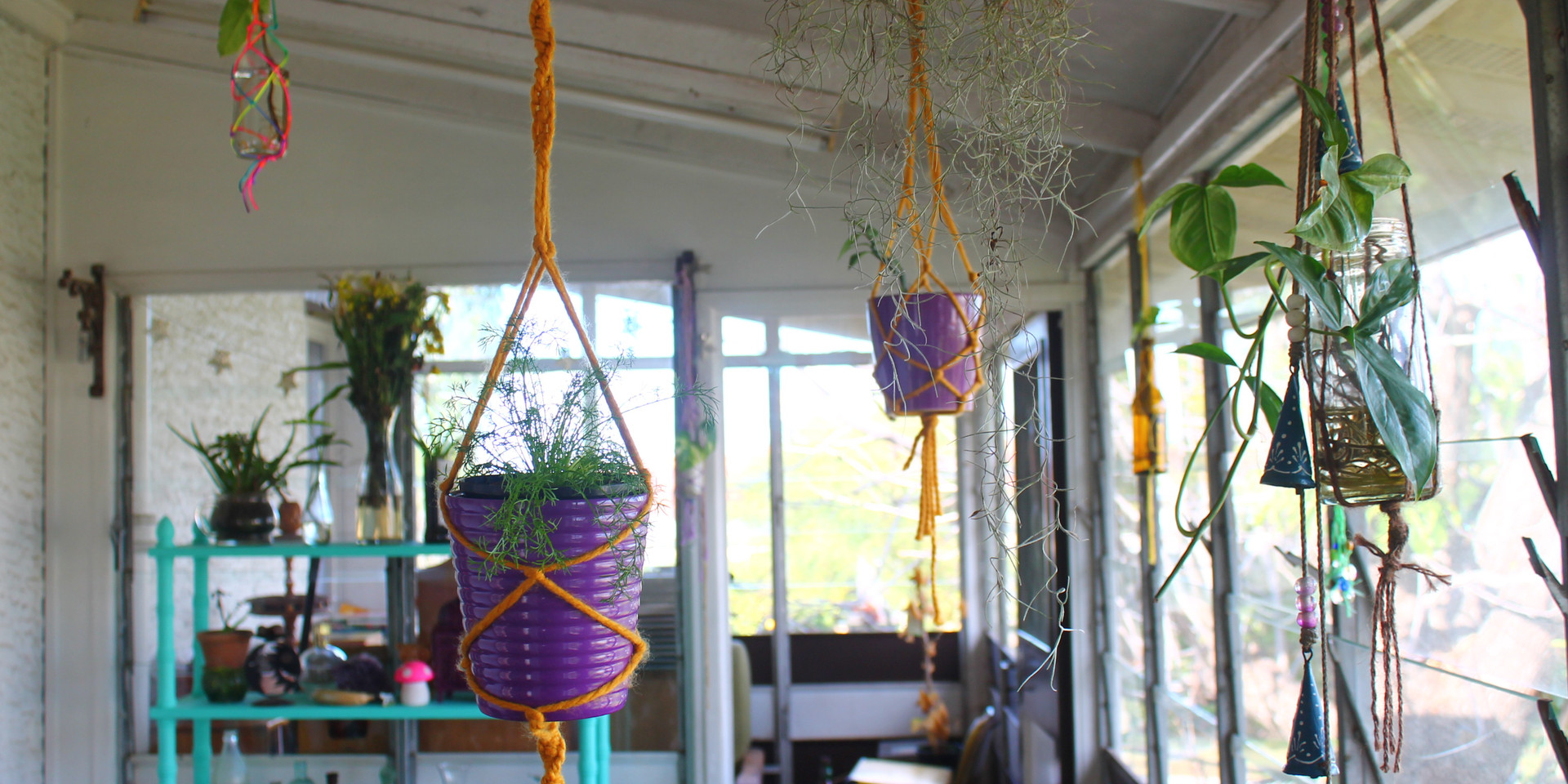 Cute hanging planters by Sfia