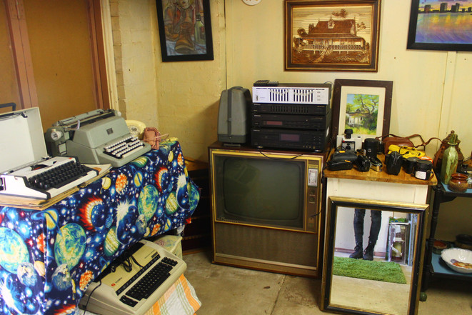 Typewriters, paintings by Sfia, cameras, old tvs and audio equipment