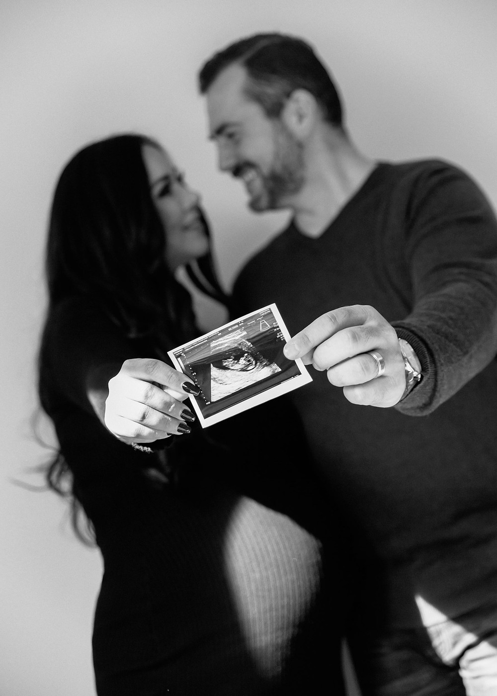 Maternity Photoshoot in Toronto. Black and white pregnancy photography by professional maternity photographer Katia Sativa. Best maternity photoshoot for individuals & couples.