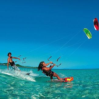 Kitesurfen aan de kust