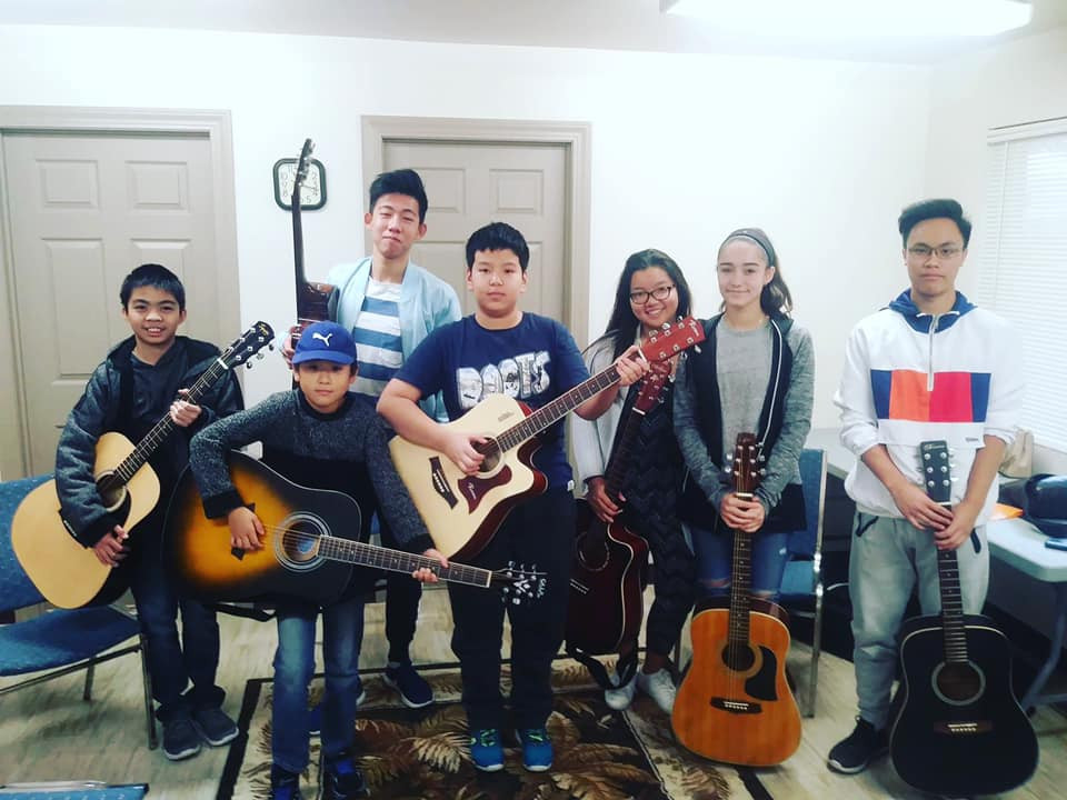 Students at CreArt Saturday Guitar Lessons