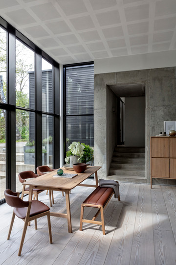 aura-diningtable-diningchair-highboard.j