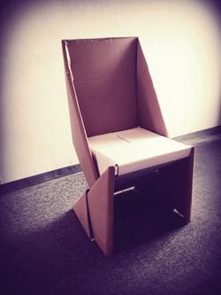 Chaise en carton by NAOM