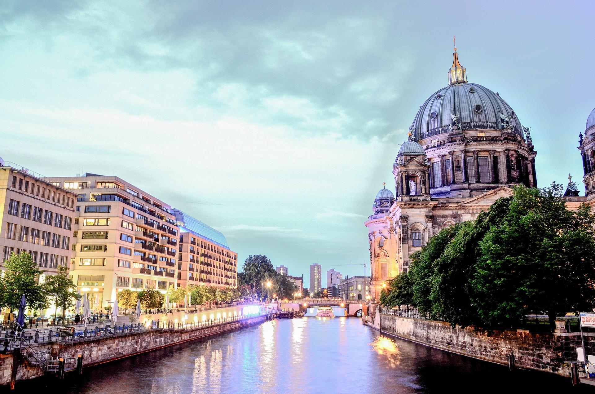 berlin-cathedral-1882397_1920.jpg