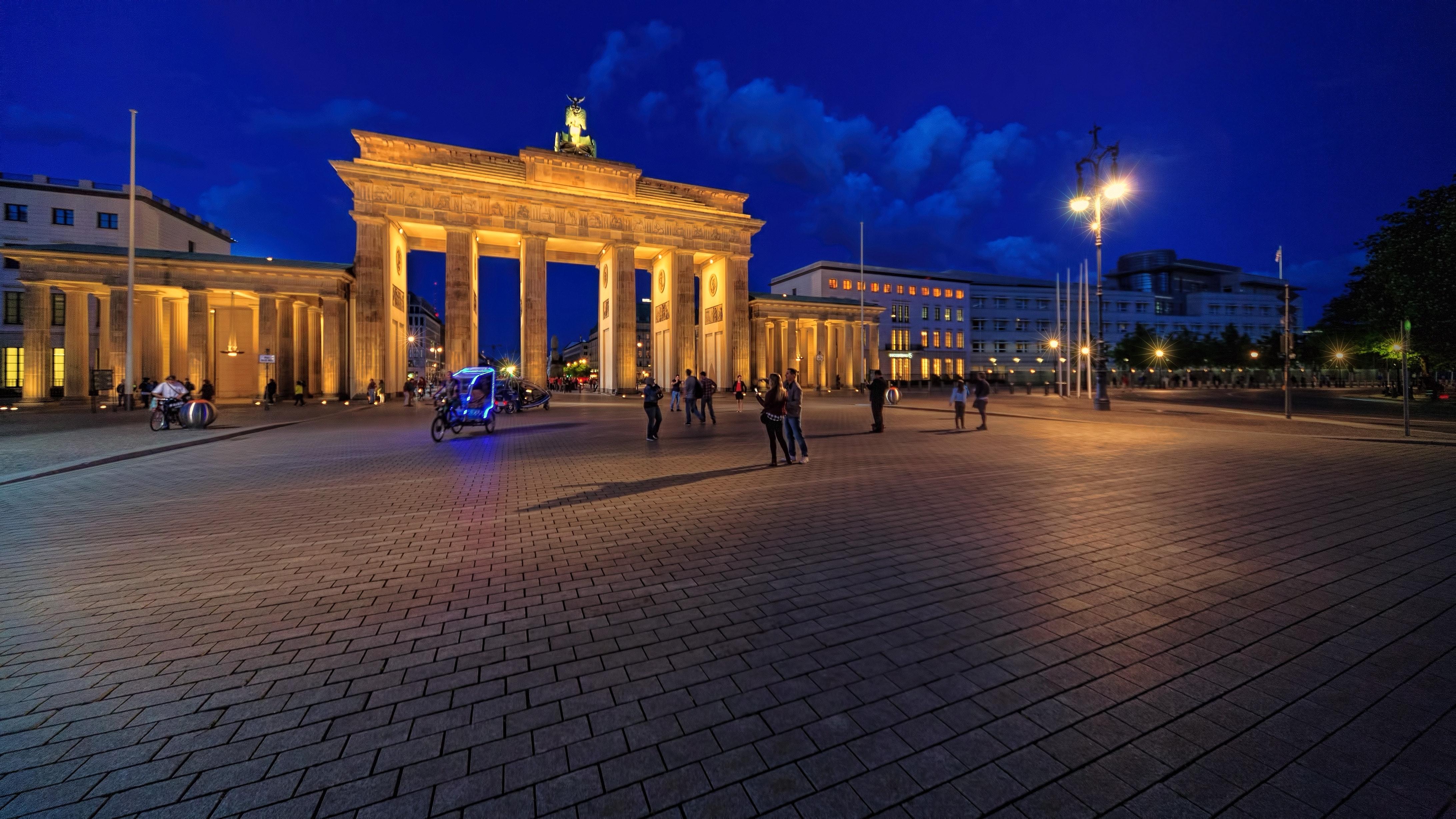 abend-berlin-brandenburger-tor-1114892.j