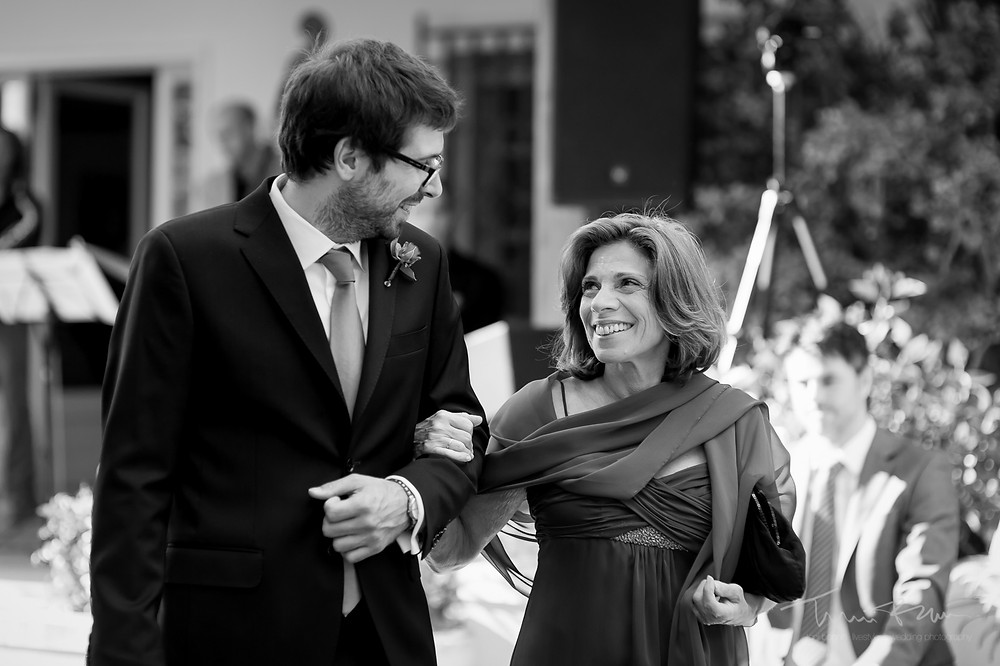 entrada novio ceremonia Mas Folch boda Fotografía documental Destination wedding photographer Tarragona  Barcelona